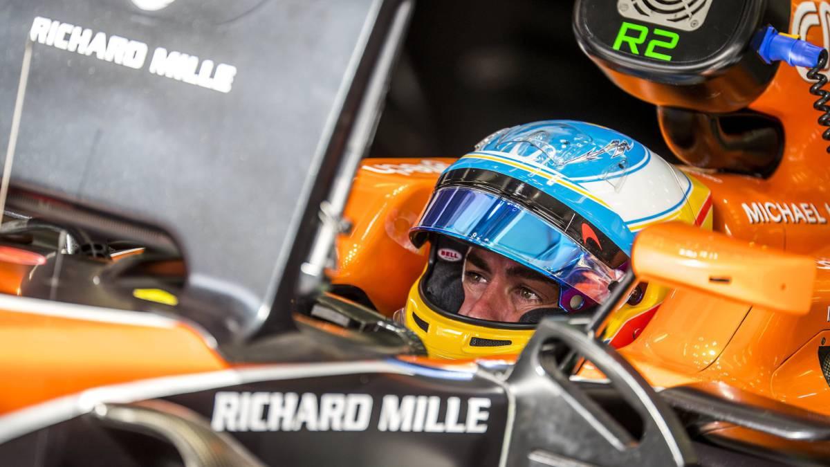 Fuga de agua en el motor tras 2 vueltas — McLaren repite desastre