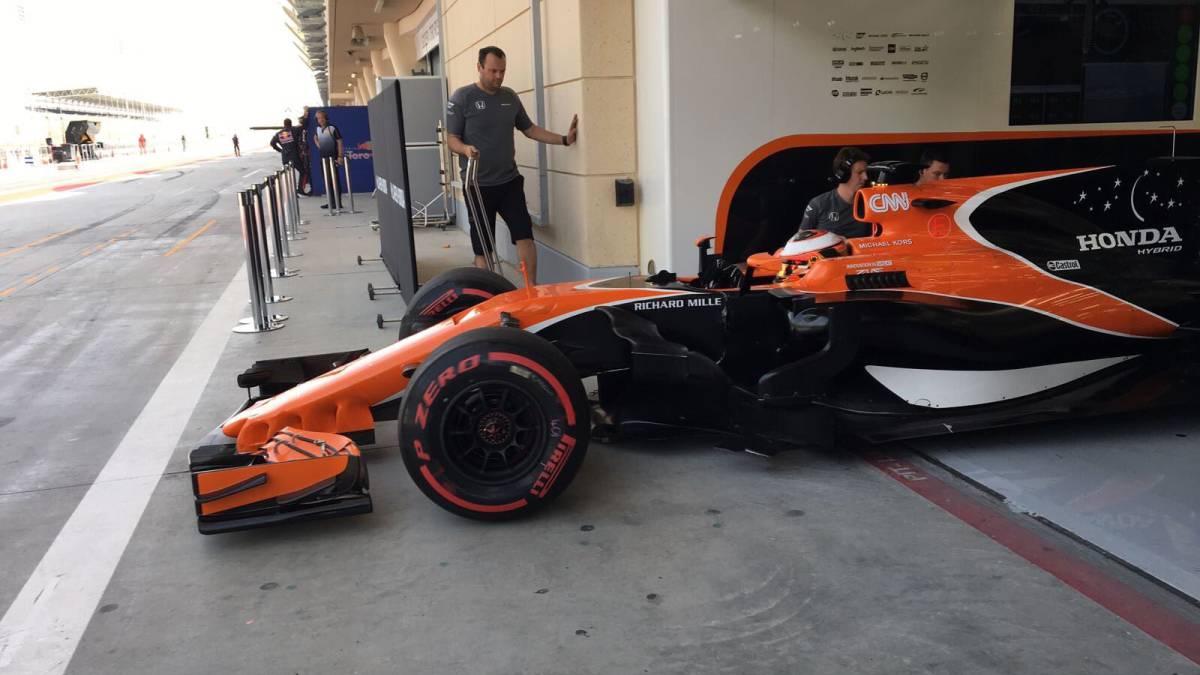 """McLaren tiene su """"mejor día del año"""" y Sainz deja un tiempazo"""