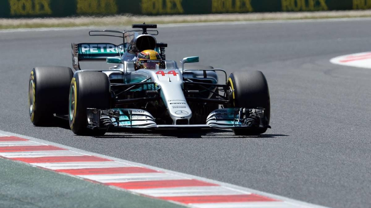 Pole de Hamilton en Barcelona; Alonso brilla, 7º y Sainz, 12º