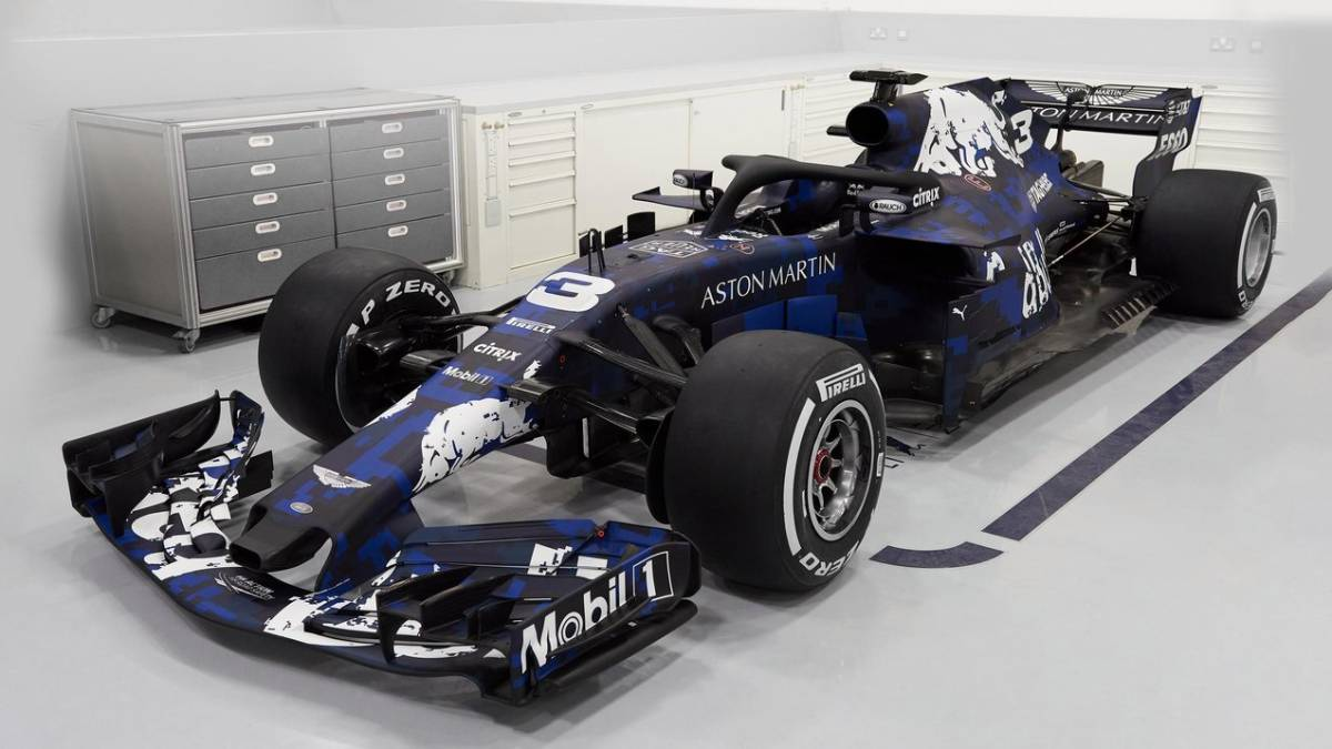 Should Red Bull keep their testing livery?