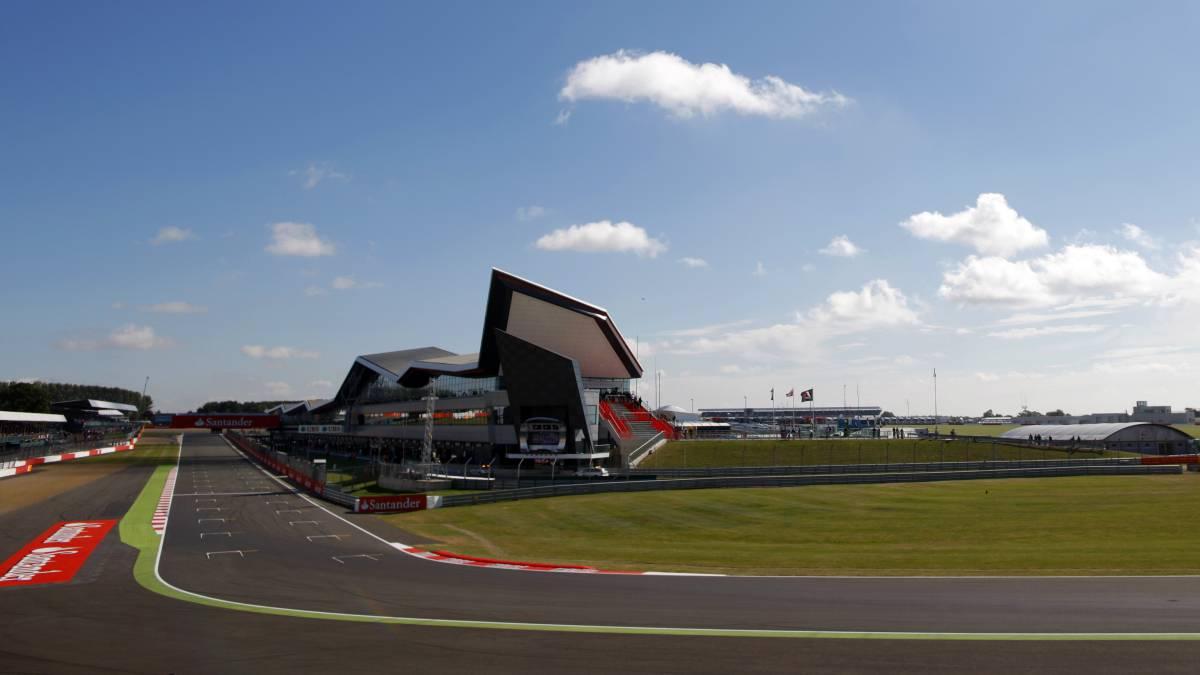 En una ajustada definición, Hamilton hizo la pole en Silverstone