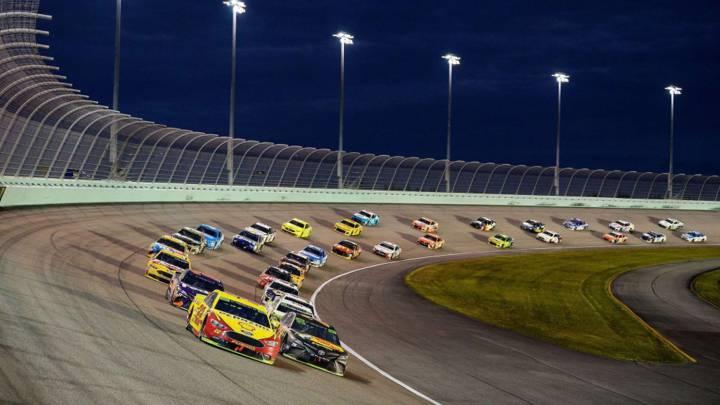 La NASCAR podría celebrar una carrera en Charlotte en mayo.