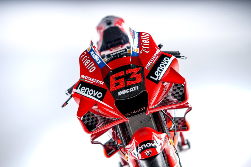 La casa de motos de Bolonia ha presentado su nueva moto para disputar la temporada de motociclismo de la mano de los pilotos Jack Miller (26 años) y Pecco Bagnaia (24). En la foto, la moto de Bagnaia.
