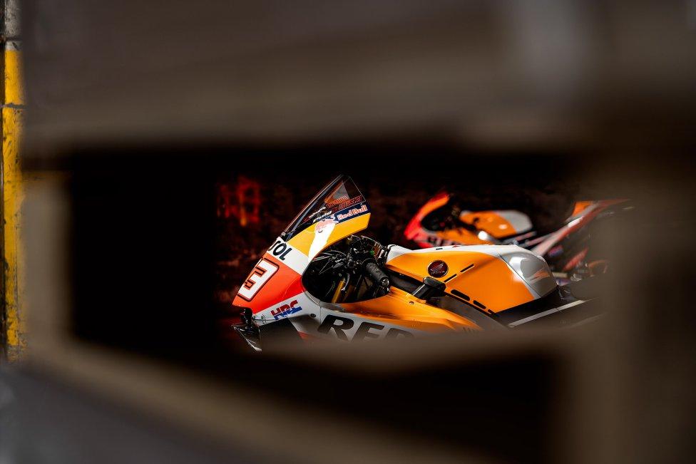 Descubre las fotos de la nueva moto del equipo japonés para la temporada de 2021, con los pilotos españoles, Marc Márquez y Pol Espargaró, al frente.