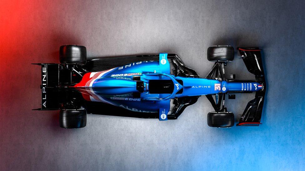 Alpine lució por primera vez los colores del A521, azul, blanco y rojo como la bandera francesa, por su naturaleza, y la británica, sede del equipo