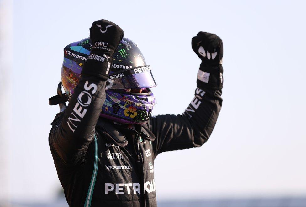 Hamilton celebra la primera posición para la clasificación al sprint.