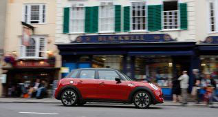 El Mini de cinco puertas también se pone al día para 2015