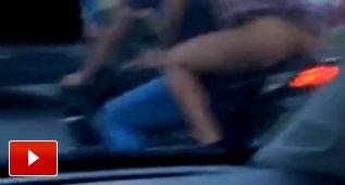 Montar en moto y no llevar ropa interior, mala combinación