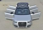 Es un Audi A3, es Cabrio y tiene seis puertas y ocho plazas