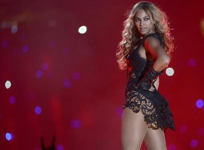 Caderas, pop y fuegos artificiales: Así fue la actuación de Beyoncé en la Super Bowl