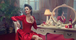 Eva Green se pone 'al rojo vivo' para el calendario Campari 2015