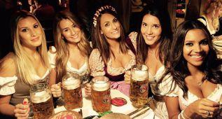 Las novias de los jugadores del Bayern, brindis en el Oktoberfest