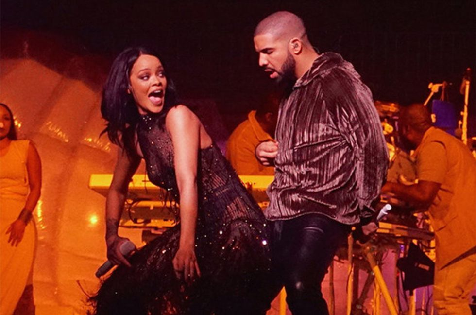 Rihanna twerking to drake
