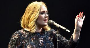 Adele homenajea a las víctimas de Bruselas y emociona a la red