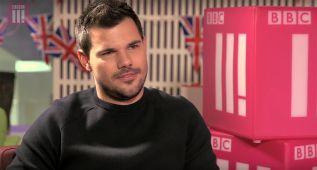 Taylor Lautner sorprende en TV con su nuevo aspecto 'fofisano'