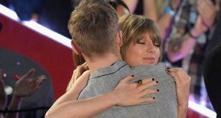 Taylor Swift dedica su premio a su novio Adam/Calvin Harris