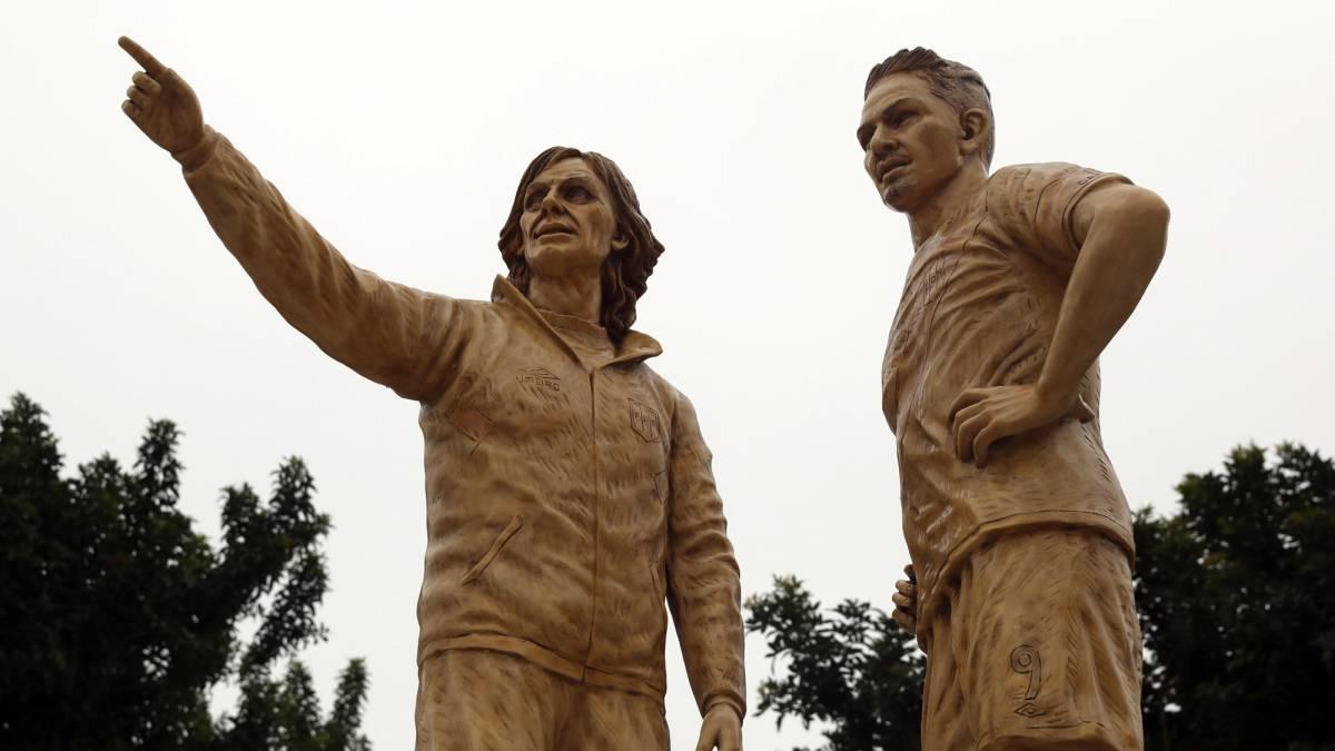 Las estatuas de Guerrero y Gareca levantan fuertes críticas - AS Perú
