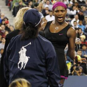 Serena Williams amenaza a una juez Serena_Williams_dirigiendose_juez_linea