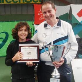 Paula Arias emula a Nadal en el torneo alevín de Auray