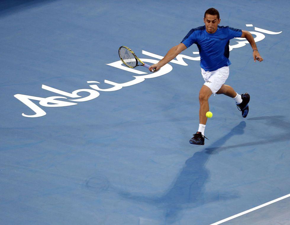 Almagro remonta a Tipsarevic y juagará la final contra Djokovic
