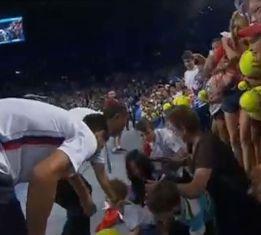 Susto para Djokovic: cae sobre él una grada con aficionados