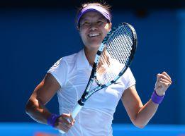Na Li a la final tras derrotar con claridad a Maria Sharapova