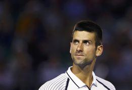 Derrota en el debut de Djokovic y primer susto para Federer