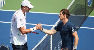Murray sufre en exceso ante Isner para avanzar a cuartos