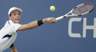 Roberto Bautista lanza sus misiles contra Roger Federer