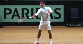 Federer se probó media hora en pista sin realizar servicios