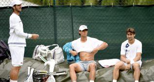 Los tenistas cuentan con el apoyo de Manolo Santana