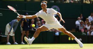Federer resiste los saques de Groth y pasa a octavos
