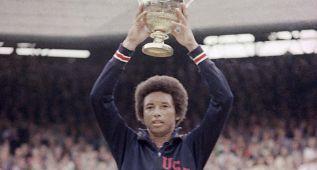 Ashe, el único tenista negro que ganó Wimbledon: hace 40 años