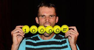 El 'gigante' Karlovic llega a los 10.000 aces en su carrera