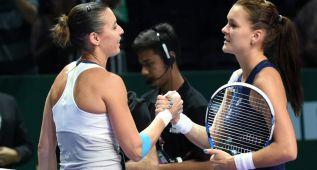 Pennetta deja a Radwanska al borde del KO en Singapur