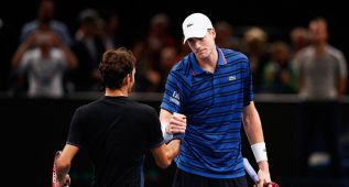 Isner tumba a Federer con 27 aces y se medirá a Ferrer