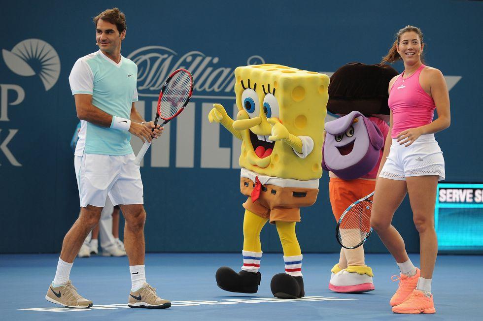 Roger Federer y Garbiñe Muguruza durante el kids day en Brisbane