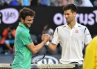 Djokovic: 100 errores no forzados y cinco sets para ganar a Simon