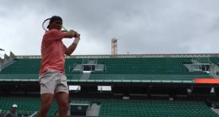 Rafa Nadal ya entrena sobre la arcilla de Roland Garros