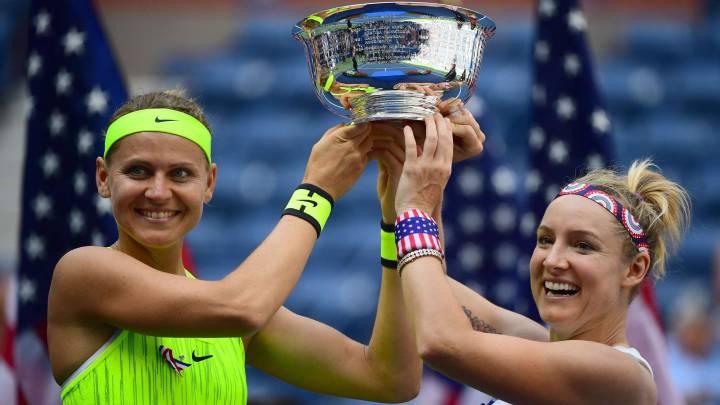 Mattek-Sand y Safarova se llevan la victoria en la final de dobles