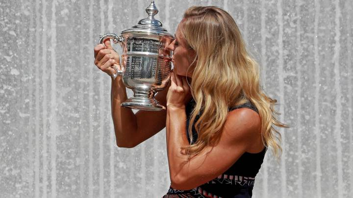 Djokovic y Kerber lideran sus rankings tras la Davis