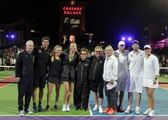 Sharapova volvió a jugar en Las Vegas, y al lado de McEnroe