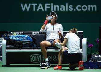 Muguruza aplazará el duelo con Sharapova por el tobillo