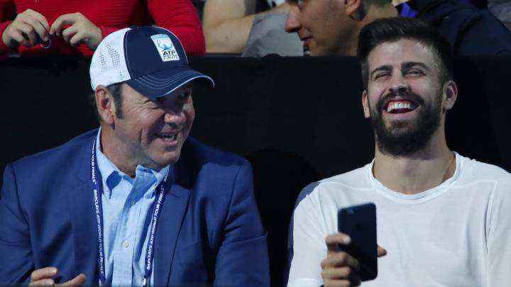 El futbolista del Barcelona Gerard Piqué presenció este domingo en directo junto al actor estadounidense Kevin Spacey la final del ATP World Tour Finals de Londres entre Andy Murray y Novak Djokovic.