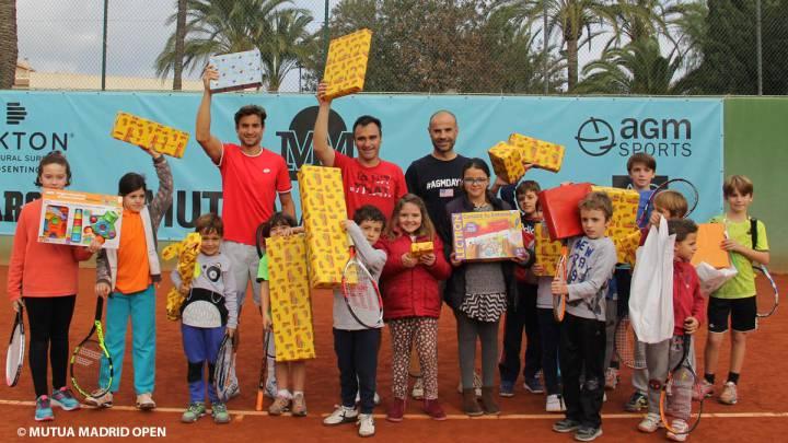 Ferrer y Berasategui, en la campaña \'Un Juego, un Juguete\'