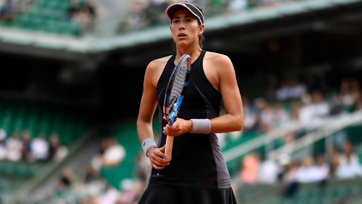 Garbiñe Muguruza derrota a Sharapova, pasa a 'semis' de Roland Garros