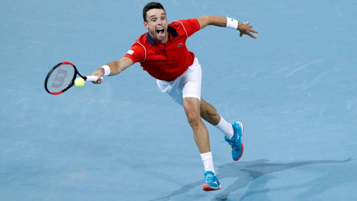 Roberto Bautista va a segunda ronda del torneo de tenis San Petersburgo