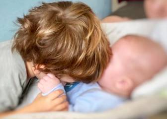 Sara Carbonero celebra los 4 meses de Lucas con la foto más tierna