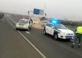 Un kamikaze se estrella contra un vehículo de la Guardia Civil