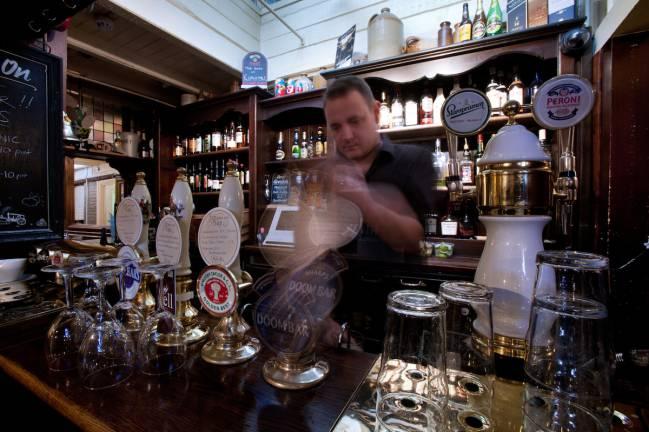 Un estudio de Oxford asegura que ir al pub mejora tu salud.